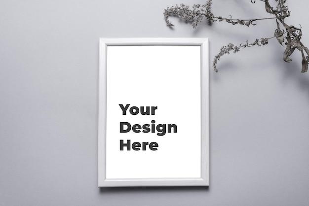 Mockup di cornice per foto sul muro grigio Psd Premium