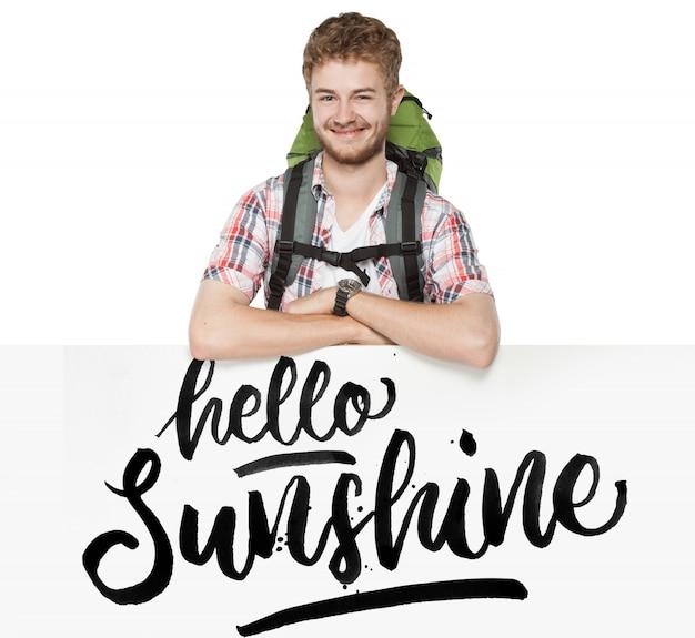 Ritratto di giovane uomo con zaino isolato su bianco, mockup Psd Premium