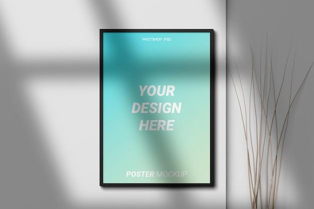 Poster mockup vista frontale sulla parete Psd Premium