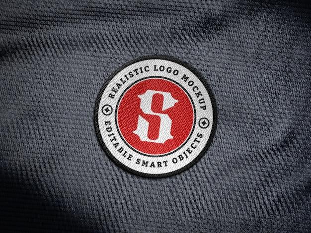 Toppa con logo ricamo realistico su tessuto jersey Psd Premium