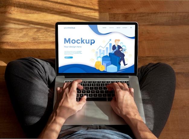 Lavoro remoto su mock-up di laptop Psd Premium