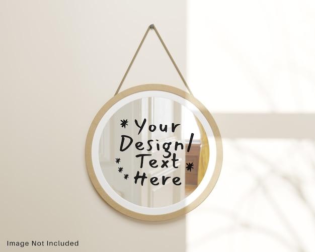 Specchio in legno a riflessione rotonda appeso al modello a parete Psd Premium
