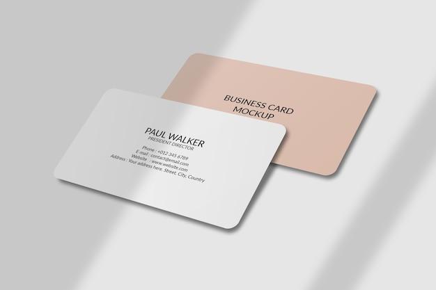 Mockup di biglietto da visita con angolo arrotondato con sovrapposizione di ombre Psd Premium