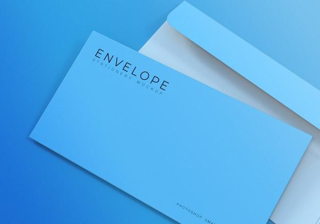 Progettazione semplice del modello della busta del monarca dell'ufficio del primo piano con fondo blu-chiaro Psd Premium