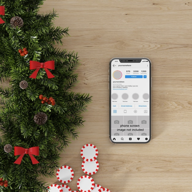 Mockup dello schermo dello smartphone accanto alle decorazioni natalizie Psd Premium