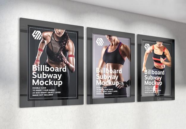 Tre cartelloni pubblicitari verticali appesi al muro dell'ufficio mockup Psd Premium