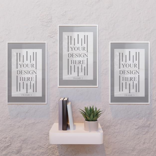 Tre mockup bianco cornice orizzontale sulla scrivania a muro Psd Premium