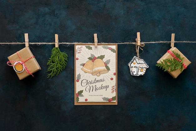Vista dall'alto di artigianato natalizio con regali Psd Premium