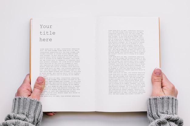 Mockup del libro aperto di vista superiore Psd Premium