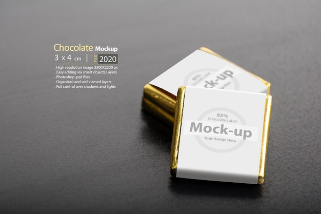 Due cioccolatini sul tavolo scuro Psd Premium