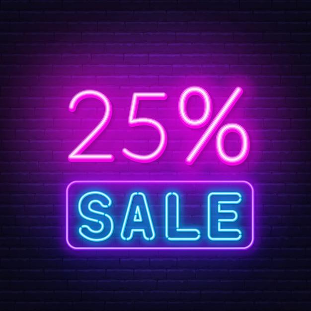 Segno al neon di vendita del 25 percento sul fondo del muro di mattoni. Vettore Premium
