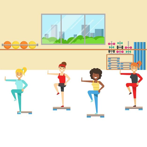 Classe di aerobica con attrezzatura passo-passo, membro del fitness club che lavora ed esercita in abbigliamento sportivo alla moda Vettore Premium
