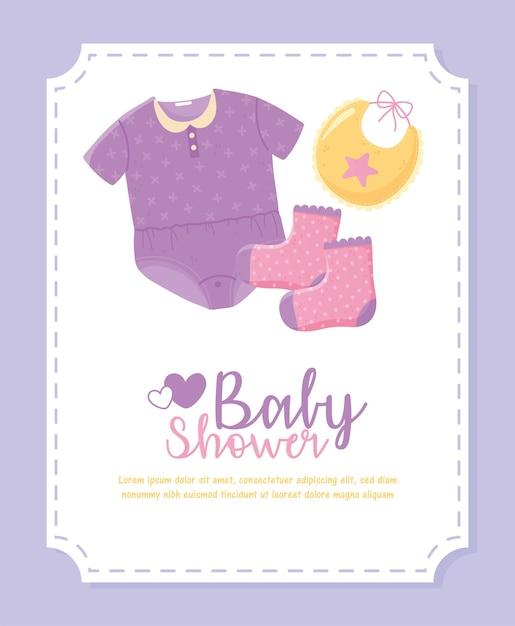 Baby shower, vestiti piccoli, bavaglino e calzini Vettore Premium