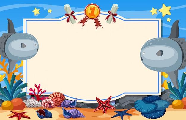 Modello dell'insegna con nuoto del sunfish sotto il mare Vettore Premium