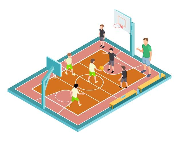 Allenamento di pallacanestro. i bambini giocano a basket. campo sportivo isometrico, bambini con palla e allenatore Vettore Premium