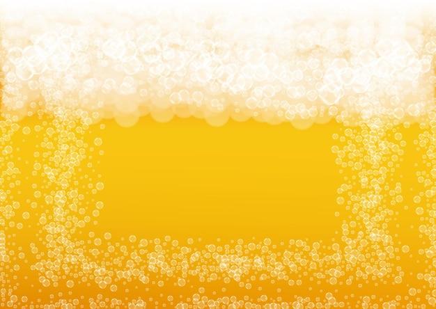 Sfondo di birra. spruzzata di birra chiara artigianale. schiuma oktoberfest. pinta di birra fresca con bolle bianche realistiche. Vettore Premium