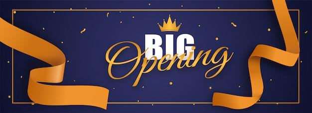 Carattere di grande apertura con corona e nastro di coriandoli dorato su blu Vettore Premium