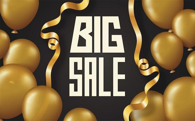 Scheda del manifesto dell'iscrizione di grande vendita con palloncini lucidi dorati e nastro curvo su sfondo nero Vettore Premium
