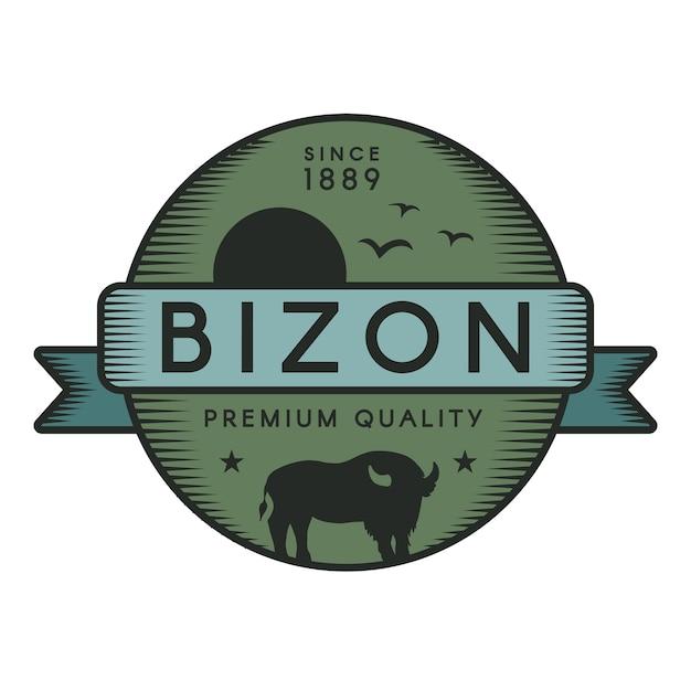 Modello distintivo bizon. bufalo americano, uccelli in volo e silhouette di sole. animale selvaggio Vettore Premium