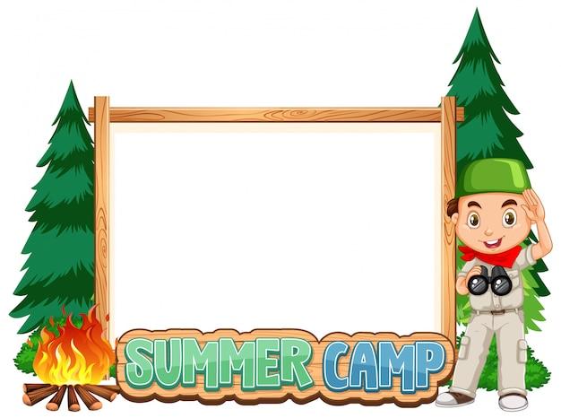 Progettazione del modello del confine con il ragazzo al campeggio estivo Vettore Premium