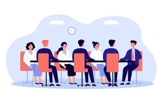 Leader aziendale che tiene riunione aziendale con la squadra nell'illustrazione della sala riunioni Vettore Premium
