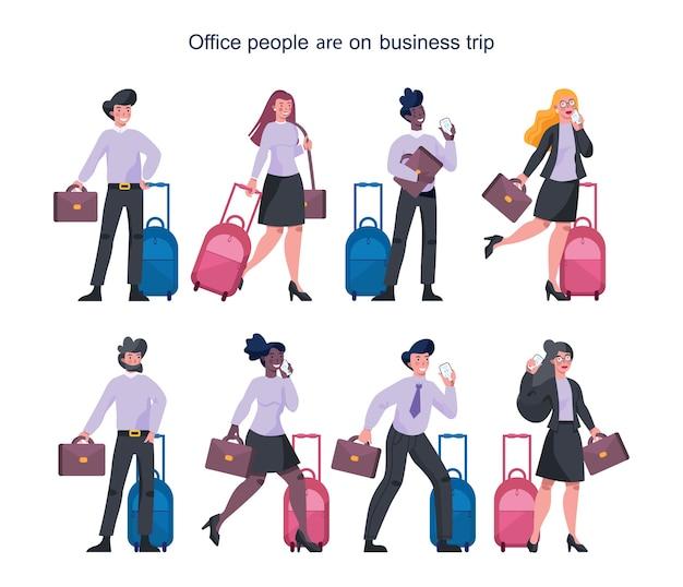 Uomini d'affari che hanno un viaggio d'affari insieme. personaggio femminile e maschile che cammina con una valigia e parla al telefono. dipendente in viaggio d'affari con bagaglio. Vettore Premium