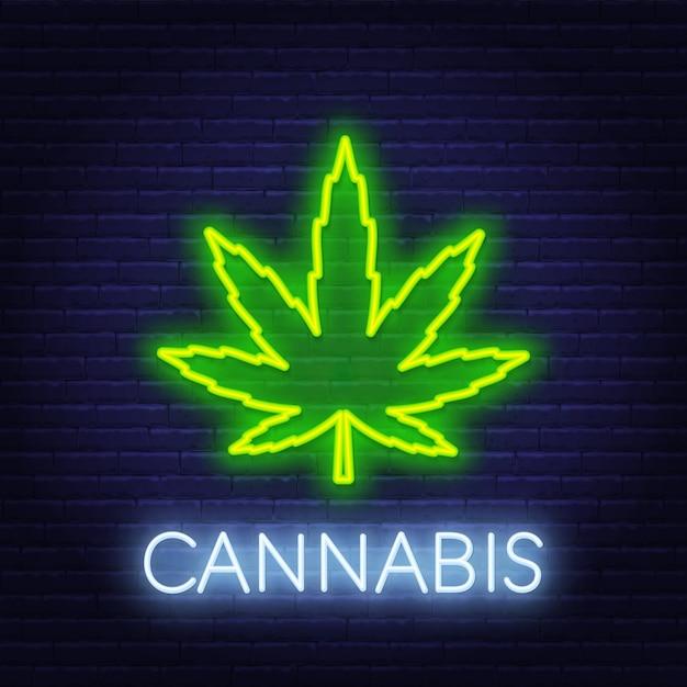 Insegna al neon della cannabis sul fondo del muro di mattoni. Vettore Premium