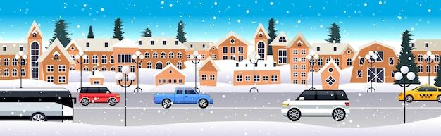 Auto guida su strada in inverno città strada buon natale felice anno nuovo celebrazione celebrazione concetto nevoso città nevicata illustrazione vettoriale orizzontale Vettore Premium