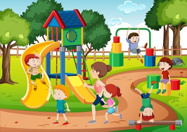 Bambini che giocano nella scena del parco giochi Vettore Premium