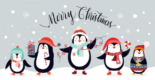Cartolina di natale con simpatici pinguini isolato su uno sfondo invernale Vettore Premium