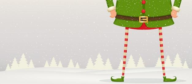 Composizione di natale dei piedi e delle mani di elf in piedi nella neve. sfondo festivo di capodanno. Vettore Premium