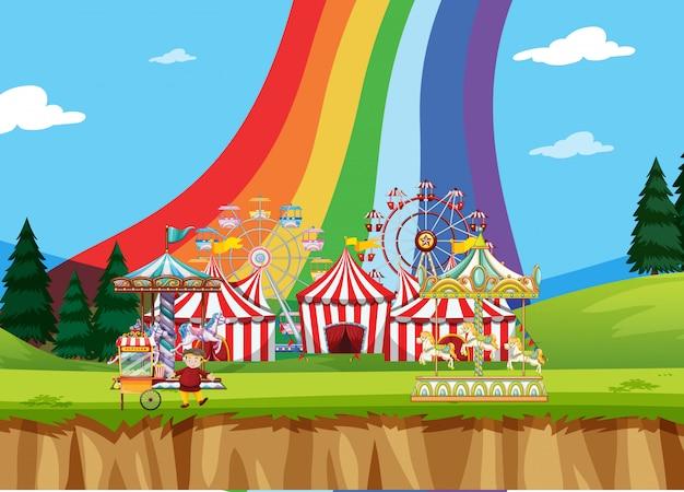 Scena da circo con tende e tante giostre Vettore Premium