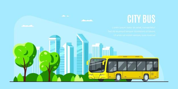 Autobus urbano con una grande città sullo sfondo. autobus urbano. Vettore Premium