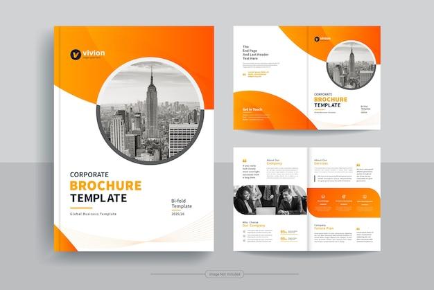 Pulire il modello di progettazione brochure aziendale bi fold aziendale con forme vettoriali astratte Vettore Premium
