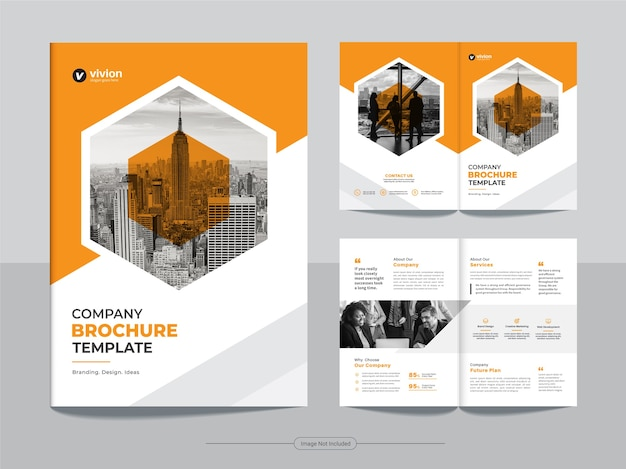 Pulire il modello di progettazione brochure aziendale bi fold aziendale con colore arancione Vettore Premium
