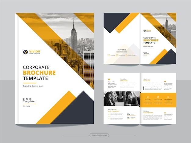 Pulire il modello di progettazione brochure aziendale bifold aziendale Vettore Premium
