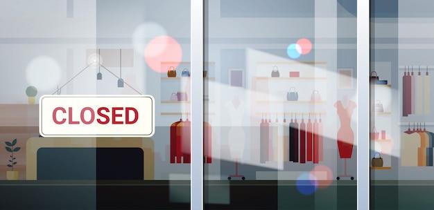 Segno chiuso appeso al di fuori del centro commerciale di abbigliamento femminile coronavirus crisi di quarantena pandemia commercio Vettore Premium