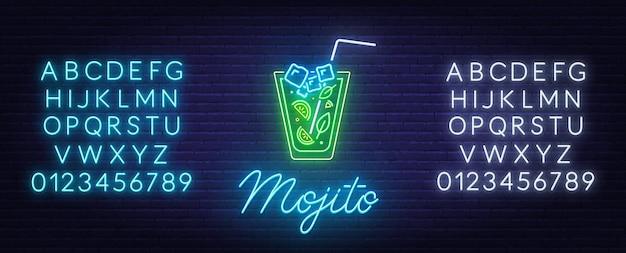Cocktail mojito insegna al neon sul muro di mattoni in background. Vettore Premium