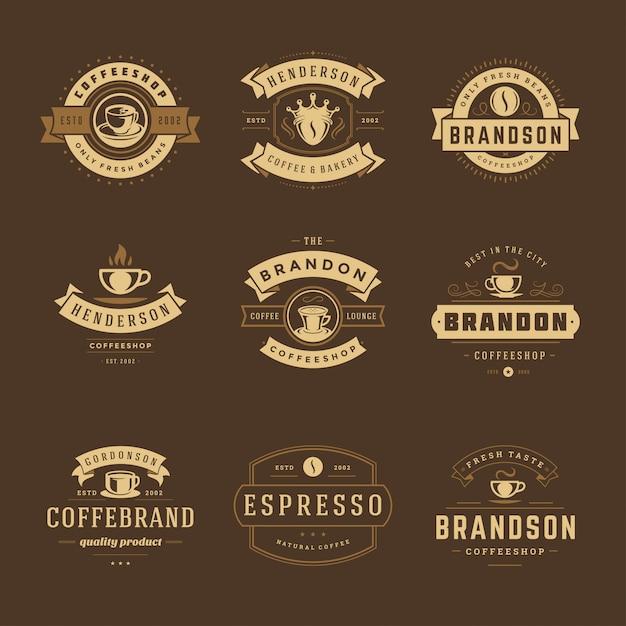 Modelli di progettazione di loghi di caffetteria impostati per il design del distintivo di caffè e la decorazione di menu Vettore Premium