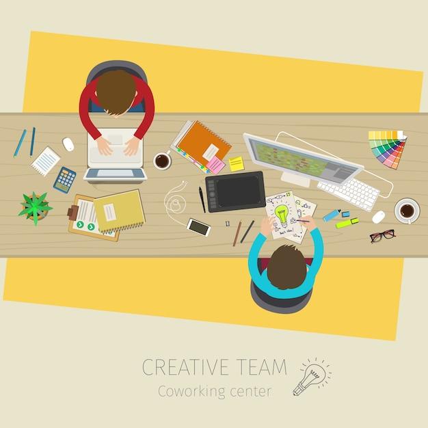 Concetto di lavoro di squadra creativo. riunione d'affari e brainstorming. design piatto, illustrazione Vettore Premium