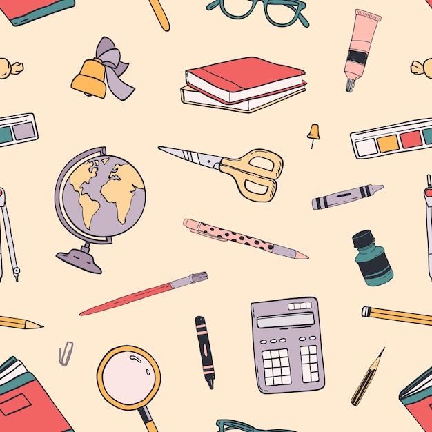 Il modello senza cuciture creativo di ritorno a scuola con i rifornimenti di istruzione ha sparso su fondo leggero. Vettore Premium