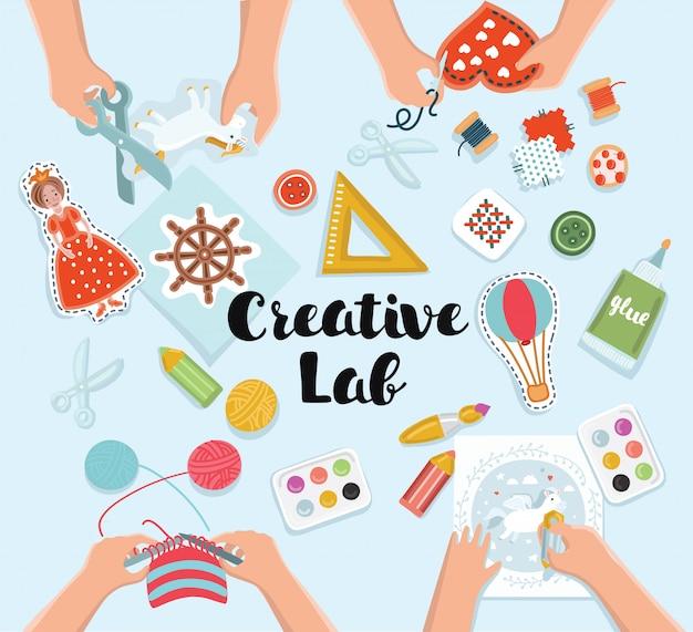 Laboratorio creativo per bambini, tavolo vista dall'alto con mani creative per bambini tagliare la carta, dipingere e disegnare, lavorare a maglia, ricamare Vettore Premium