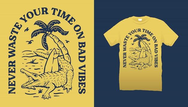 T-shirt in coccodrillo e spiaggia Vettore Premium
