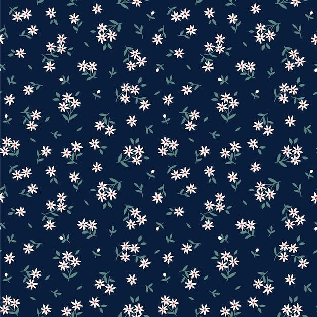 Modello carino in piccoli fiori bianchi. sfondo blu scuro. motivo floreale senza soluzione di continuità. Vettore Premium
