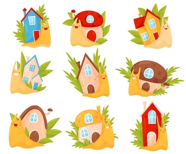 Lumache sveglie con le case variopinte delle coperture sul loro insieme posteriore, illustrazione divertente dei personaggi dei cartoni animati del mollusco su un fondo bianco Vettore Premium