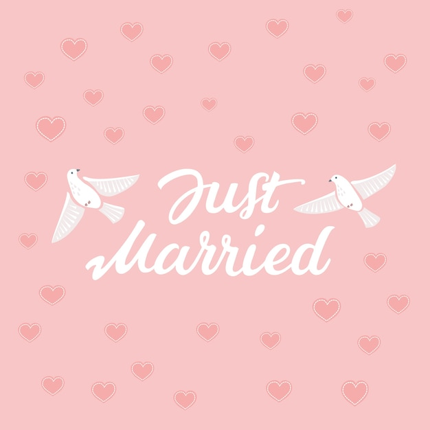 Lettere disegnate a mano decorative di testo just married e illustrazione di uccelli in rosa Vettore Premium
