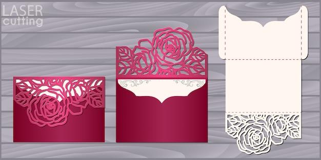 Modello di carta di nozze taglio laser. busta tascabile invito con motivo a rose. invito di pizzo da sposa Vettore Premium