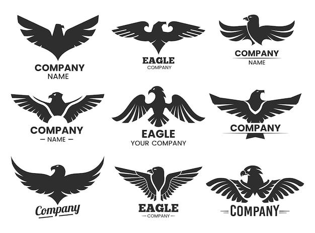 Sagome nere di aquila. set di loghi isolati con testa di falco e nome della società. Vettore Premium