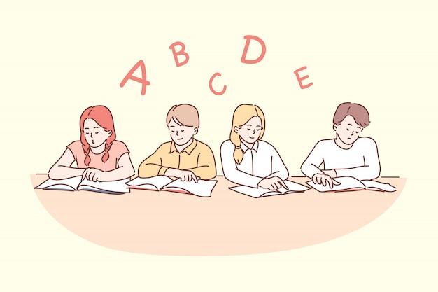 Istruzione, scuola, lettura, infanzia, concetto di amicizia Vettore Premium
