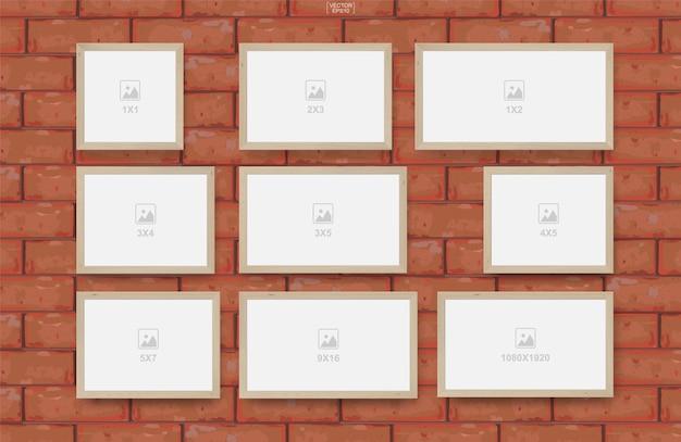Cornice vuota sulla priorità bassa di struttura del muro di mattoni rossi Vettore Premium